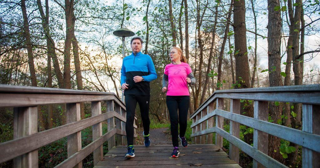 Met runningtherapie ga je hardlopen om mentaal en fysiek fit te worden. Je loopt 2 x per week samen met de runningtherapeut. Daarnaast loop je ook 1 x per week zelfstandig.